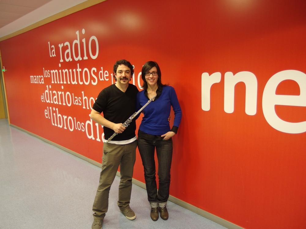 Entrevista de Eva María Sandoval a Julián Elvira presentando el CD PRONOMOS en el programa Música Viva de Radio Clásica en RNE. 27/4/2014